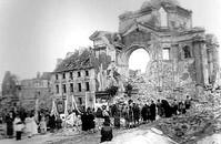 Nabożeństwa na gruzach w 1945 r.