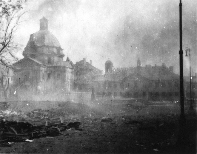 Kościół i klasztor, sierpień 1944