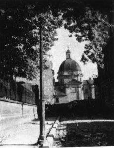 Widok na kościół sakramentek z ulicy Przyrynek - sierpień 1944